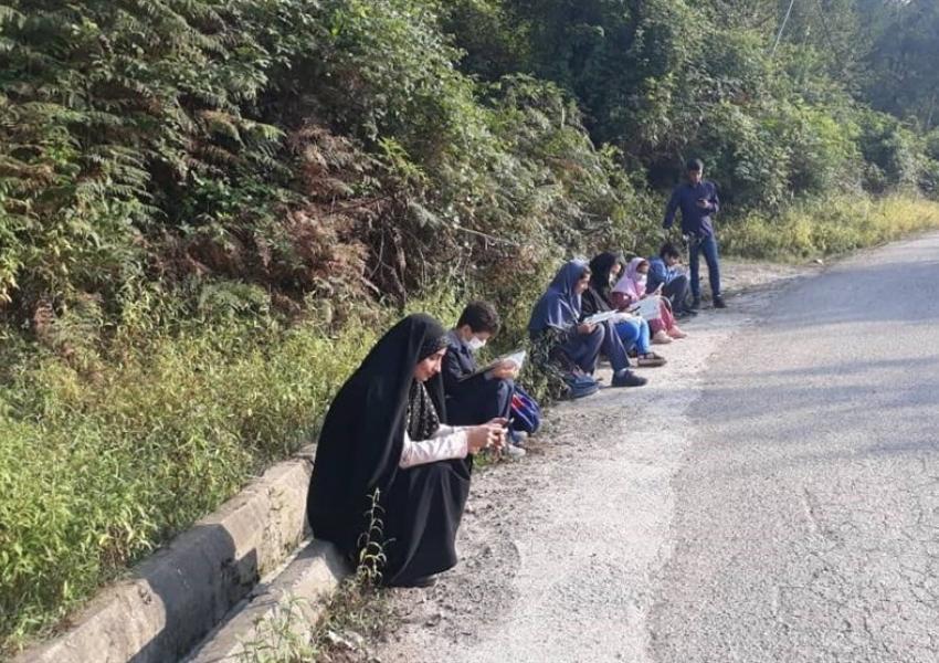 روزانه هزاران دانش آموز در بسیاری از مناطق ایران از آموزش الکترونیکی محروم هستند