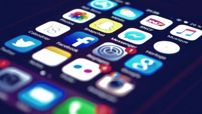 نماینده مجلس شورای اسلامی: شهروندان ما مانند کودکان هستند، و نمی توانند از شبکههای اجتماعی استفاده کنند